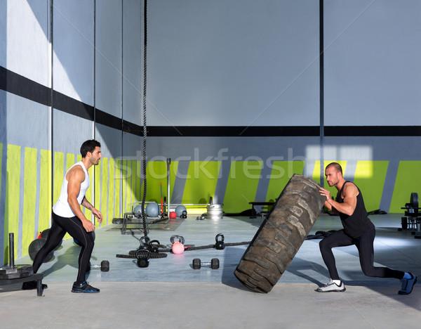 Crossfit banden mannen ander wiel training Stockfoto © lunamarina