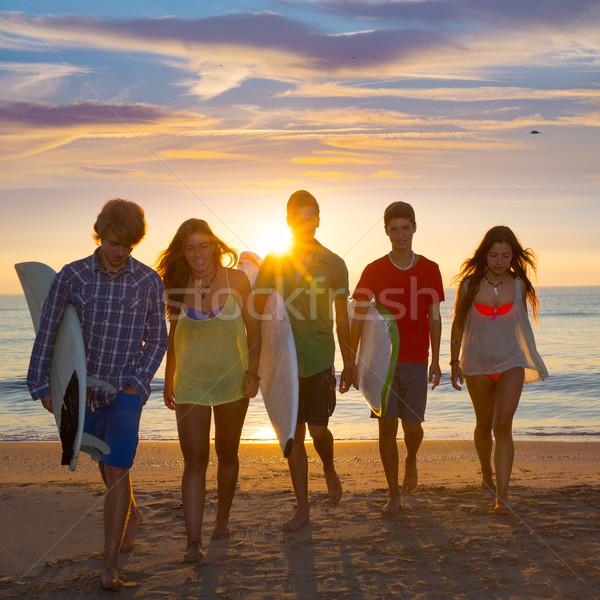 мальчики девочек группа ходьбе пляж Сток-фото © lunamarina