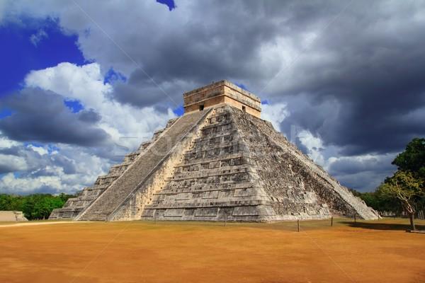 Chichen Itza Kukulkan Mayan pyramid Mexico Stock photo © lunamarina