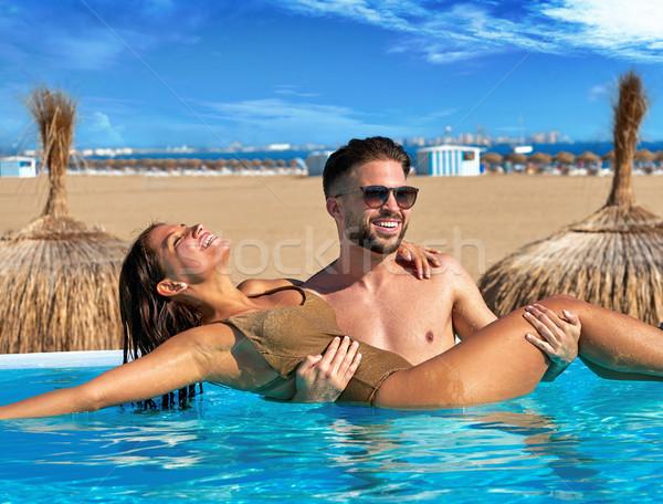 Toeristische paar bad oneindigheid zwembad strand Stockfoto © lunamarina