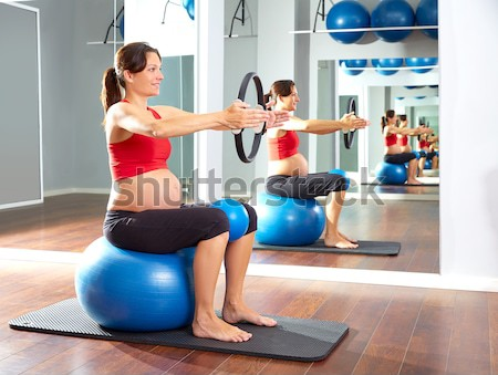 Azul pelota mujeres pilates clase Foto stock © lunamarina