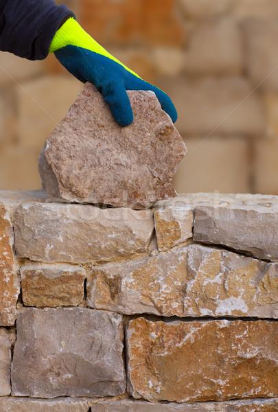 Maurer Hände arbeiten Mauerwerk Steinmauer Hand Stock foto © lunamarina