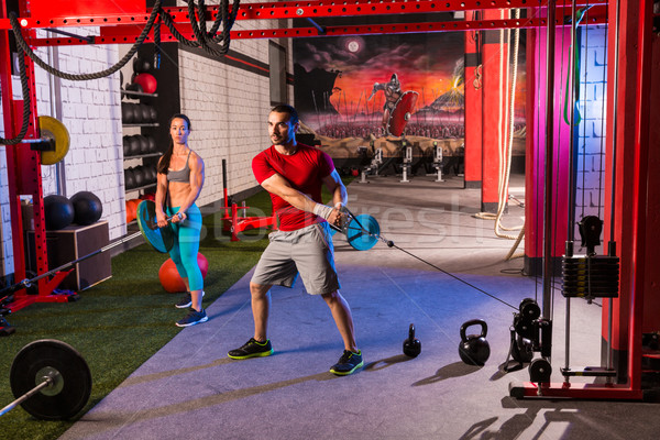 Vrouw man gymnasium groep gewichtheffen training Stockfoto © lunamarina