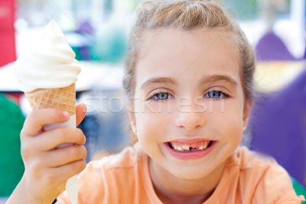 Dzieci dziewczyna szczęśliwy stożek lody uśmiechnięty Zdjęcia stock © lunamarina