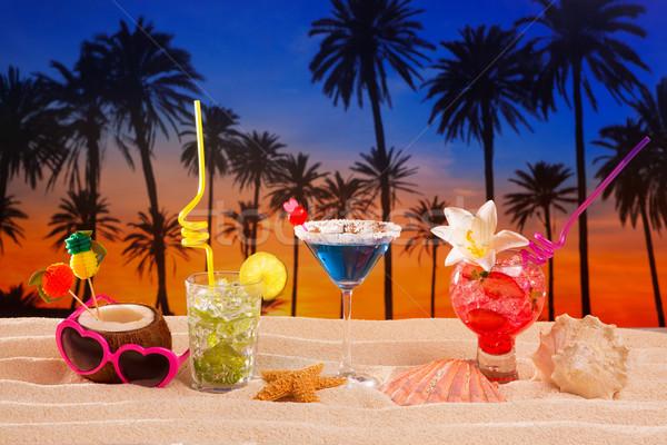 Tropische cocktails wit zand mojito zonsondergang palmbomen Stockfoto © lunamarina