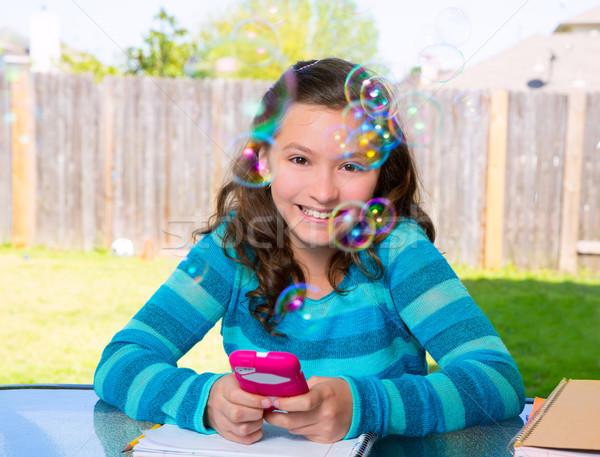 Teen girl smartphone praca domowa amerykański podwórko dziewczyna Zdjęcia stock © lunamarina