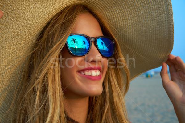 Foto d'archivio: Teen · girl · occhiali · da · sole · palma · tramonto
