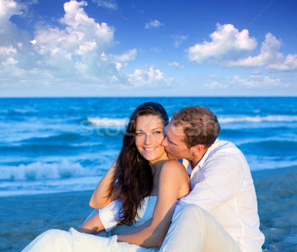 商业照片: 情侣 ·爱· 坐在 · 蓝色 · 海滩 · 假期