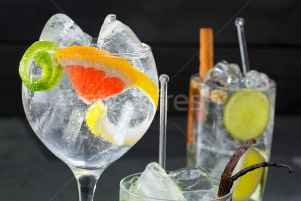 Stockfoto: Gin · cocktails · lima · citroen · grapefruit · vanille