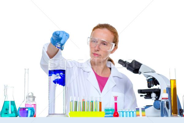 Stok fotoğraf: Kimyasal · laboratuvar · bilim · adamı · kadın · deney · tüpü · bakıyor