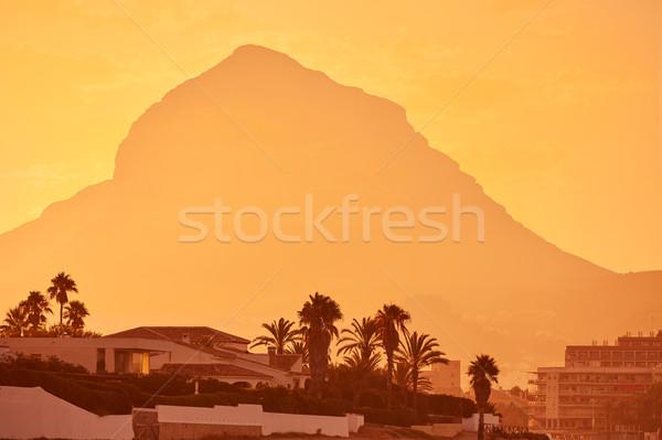 Stock fotó: Naplemente · hegy · város · narancs · utazás · napfelkelte