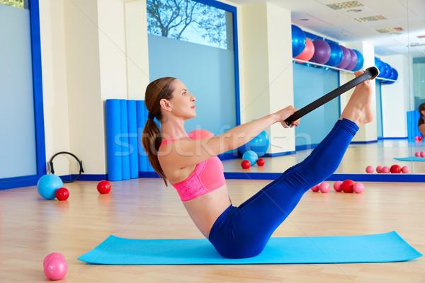 Pilates mujer magia anillo ejercicio entrenamiento Foto stock © lunamarina