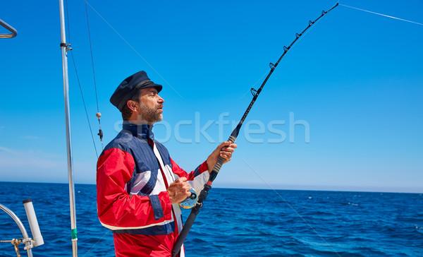 Barba marinero hombre caña de pescar arrastre de agua salada Foto stock © lunamarina