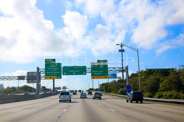 Miami Floride panneau routier centre-ville USA bâtiment Photo stock © lunamarina