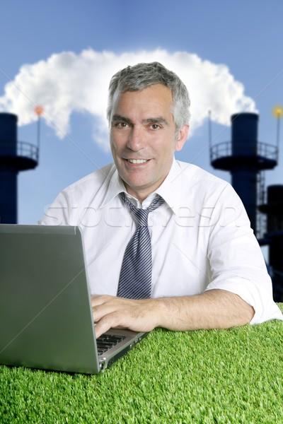 Idős üzletember fű szmog szennyezés dolgozik Stock fotó © lunamarina
