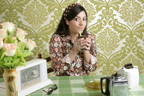 Zdjęcia stock: Retro · kobieta · pitnej · Kafejka · tapety · kuchnia
