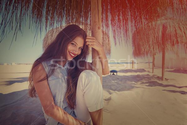 Mulher jovem praia guarda-sol jovem mulher verão Foto stock © lunamarina