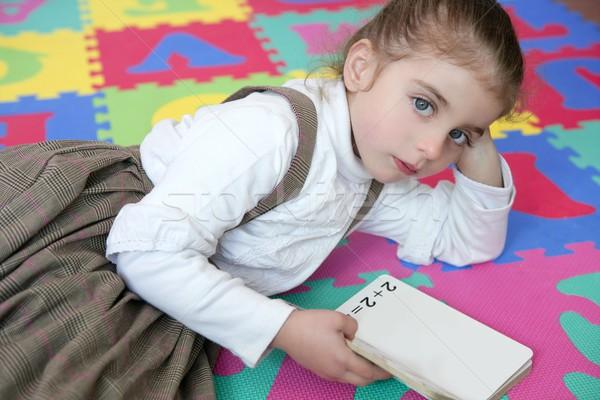 Mooie meisje studeren boek meisje Stockfoto © lunamarina