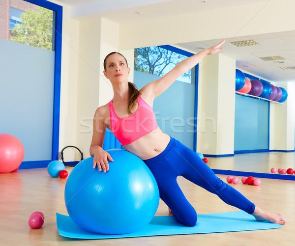 Pilates nő oldal kanyar testmozgás edzés Stock fotó © lunamarina