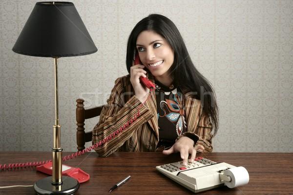 Foto d'archivio: Ragioniere · retro · segretario · telefono · parlando · donna