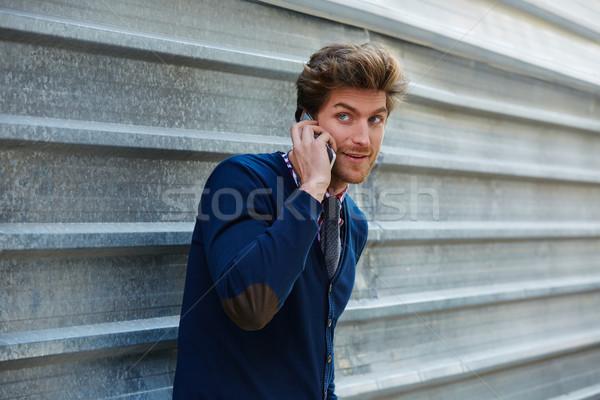 Stock fotó: Fiatal · üzletember · beszél · okostelefon · telefon · utca