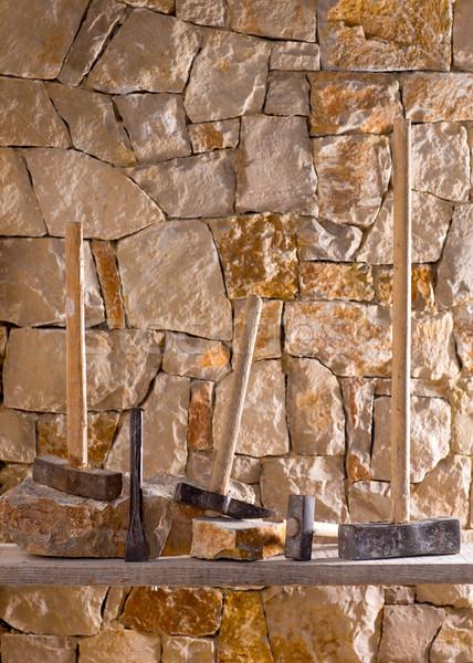 Hammer Werkzeuge Mauerwerk Arbeit Maurer Steinmauer Stock foto © lunamarina