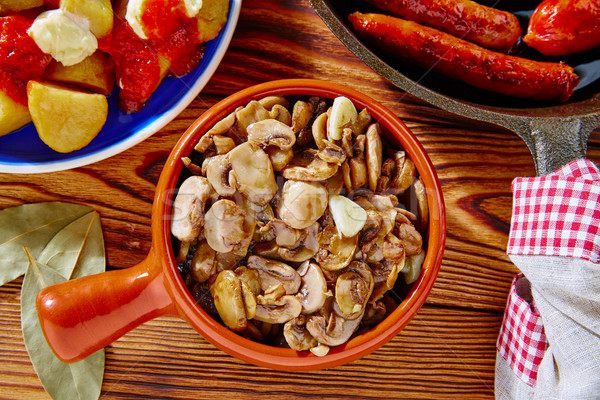 Tapas Espanha cogumelos batatas salsicha jantar Foto stock © lunamarina