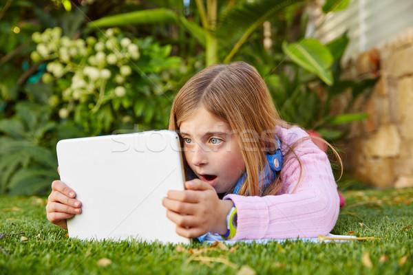 Szőke gyerek lány táblagép fű tőzeg Stock fotó © lunamarina