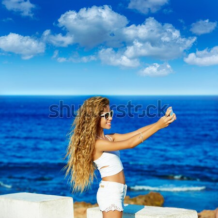 Meisje groet handteken strand gezegde doei Stockfoto © lunamarina