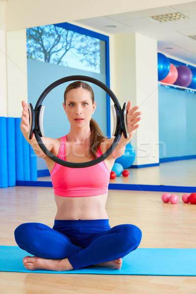 Pilates mujer magia anillo manos ejercicio Foto stock © lunamarina