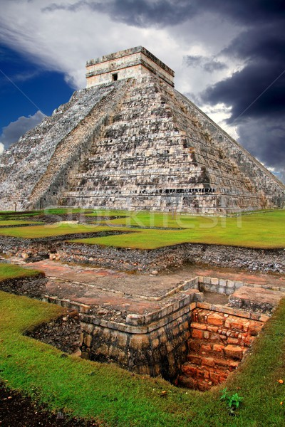 Chichen Itza Kukulcan Mayan Pyramid El Castillo Stock photo © lunamarina