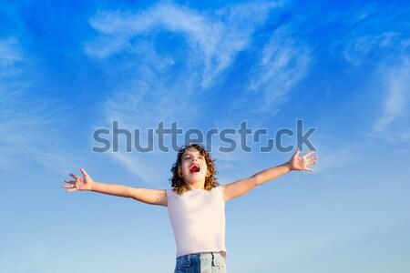 девушки открытых оружия Открытый Blue Sky счастье Сток-фото © lunamarina