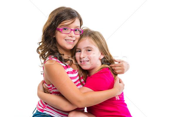 Kid filles tendre hug souriant amis Photo stock © lunamarina