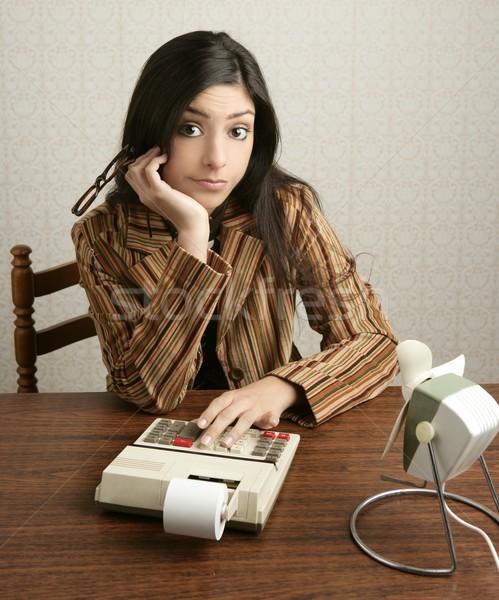 Księgowy retro kobieta Kalkulator negatywne złe Zdjęcia stock © lunamarina