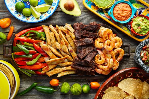 Mexican boeuf poulet fajitas crevettes Photo stock © lunamarina