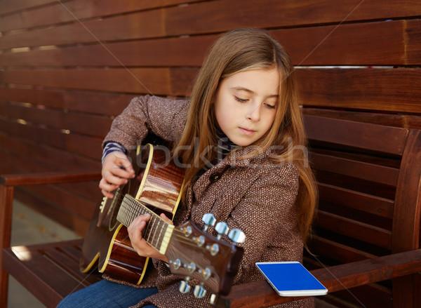 Sarışın çocuk kız öğrenme oynamak gitar Stok fotoğraf © lunamarina
