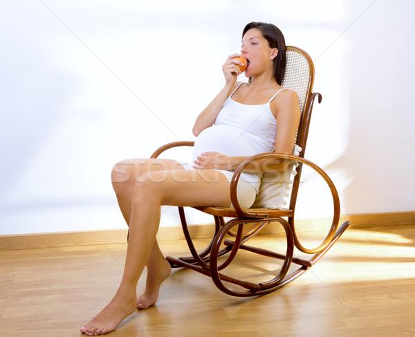 красивой беременная женщина яблоко домой еды рокер Сток-фото © lunamarina