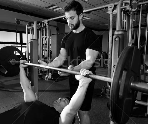 Pad sajtó súlyemelés férfi személyi edző fitnessz Stock fotó © lunamarina