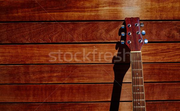 Akustyczny brązowy gitara ściany Zdjęcia stock © lunamarina
