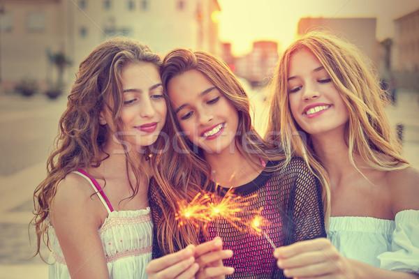 Teen meisjes zonsondergang stad gelukkig Stockfoto © lunamarina