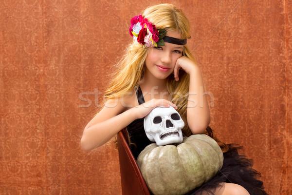 Halloween gyerek lány sütőtök koponya mosolyog Stock fotó © lunamarina