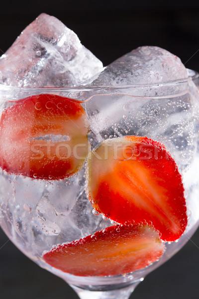 Stockfoto: Gin · cocktail · aardbeien · ijs · macro