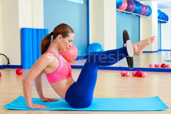 Pilates mujer cadera magia anillo ejercicio Foto stock © lunamarina