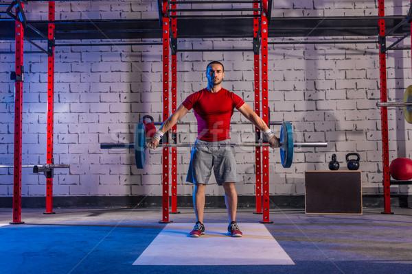 Súlyzó súlyemelés férfi súlyemelés edzés testmozgás Stock fotó © lunamarina