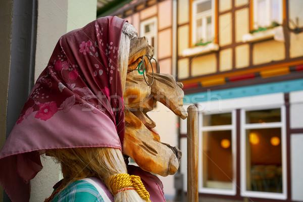 Heks gezicht Duitsland gebouw muur straat Stockfoto © lunamarina