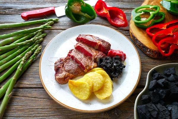 Foto d'archivio: Alla · griglia · carne · patatine · fritte · carbone · di · legna · peperoni · legno
