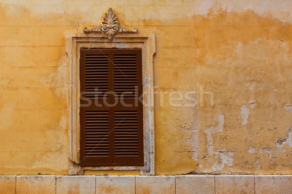 Legno dell'otturatore finestra grunge giallo centro Foto d'archivio © lunamarina