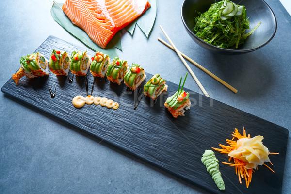 Sárkány forma szusi rizs zsemle garnéla Stock fotó © lunamarina