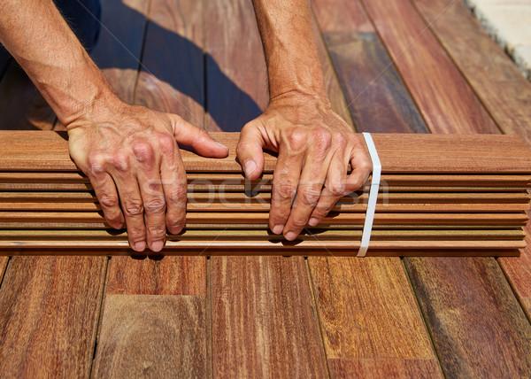Pokład instalacja stolarz ręce drewna Zdjęcia stock © lunamarina