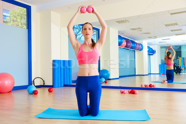 Pilates femme sable exercice entraînement Photo stock © lunamarina
